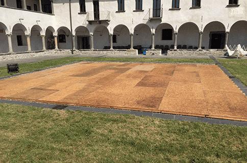 Noleggio pavimentazione e pedane in legno